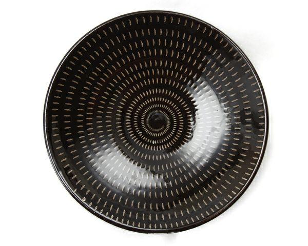 鶴見窯(つるみがま)小石原焼平皿とびかんな黒(直径22cm)_詳細03