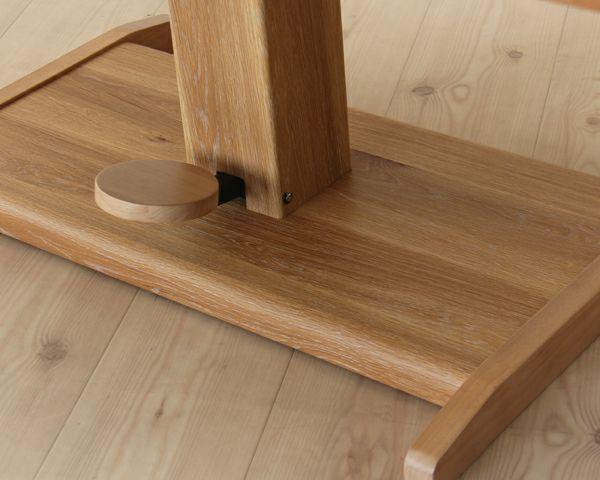 どっしりとした重厚感のガス圧式フットペダル昇降テーブル幅130cm_詳細03
