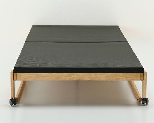 出し入れ簡単!折り畳みが驚くほど軽くてスムーズな炭入り折りたたみベッド 畳ベッドシングルロータイプ_詳細03